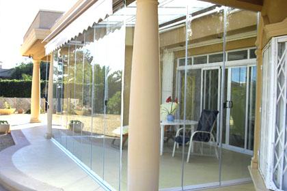 fermetures de balcon et terrasse un syst me sans profils aix les bains savoie. Black Bedroom Furniture Sets. Home Design Ideas