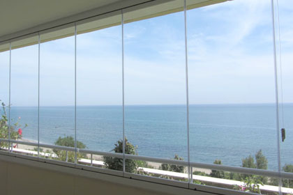 Fermeture de balcon avec systeme sans profil