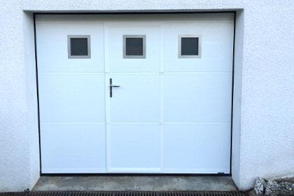 Porte de garage sectionnelle avec portillon